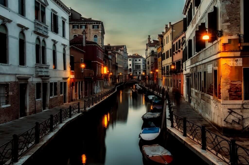 Venezia scorcio notturno