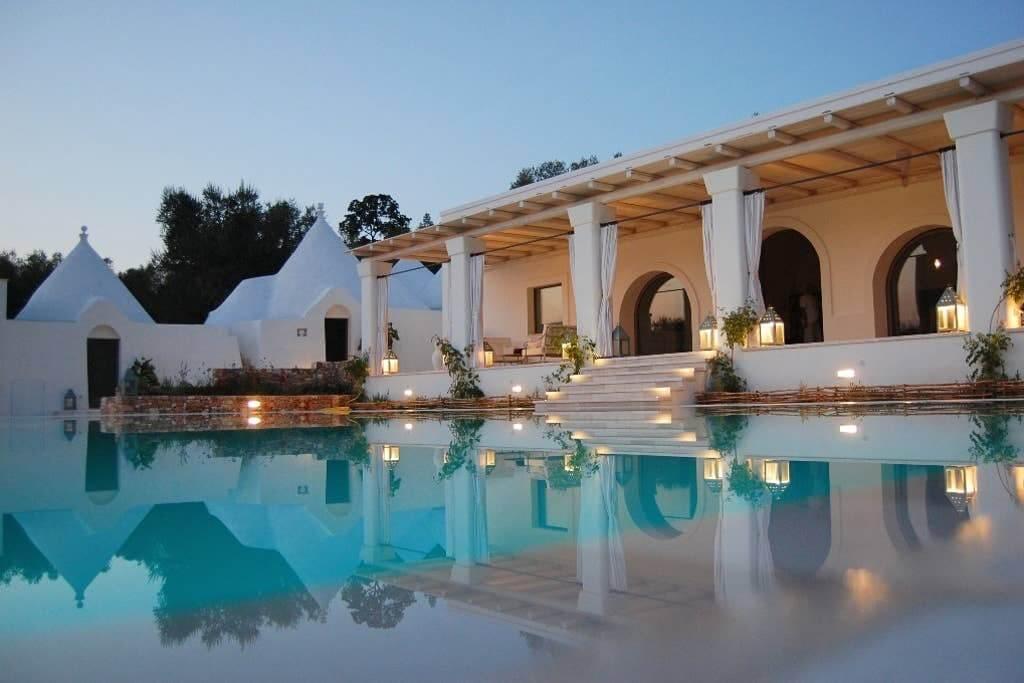 Veduta notturna villa