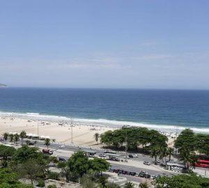 Vista oceano da janela do apartamento