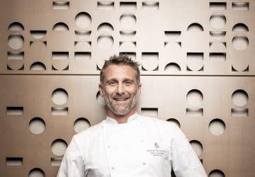 Paolo Lavezzini con la divisa da chef del Four Season
