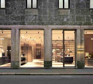 Facciata nuovo negozio a Milano Euromobil